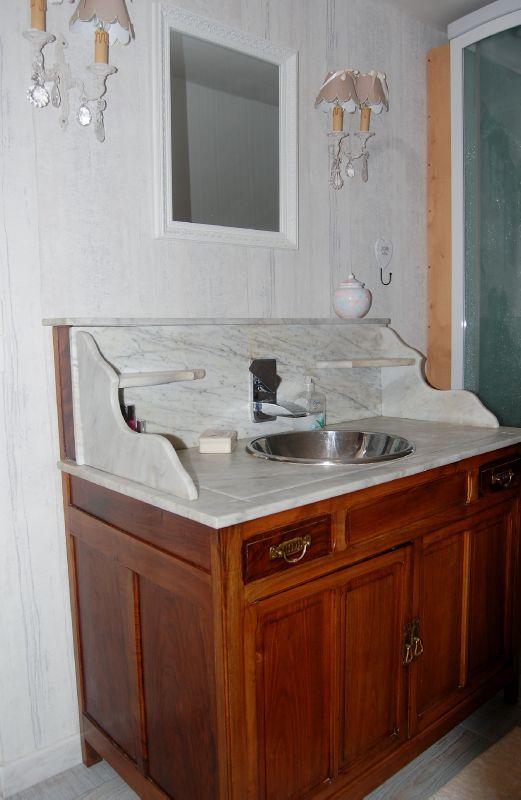 Meuble salle de bain ancien for Meuble de salle de bain ancien