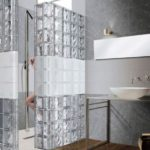 Mur en brique de verre salle de bain