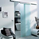 Porte coulissante en verre pour salle de bain