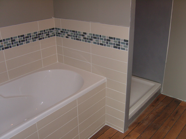 Pose carrelage mosaique salle de bain for Poser faience murale