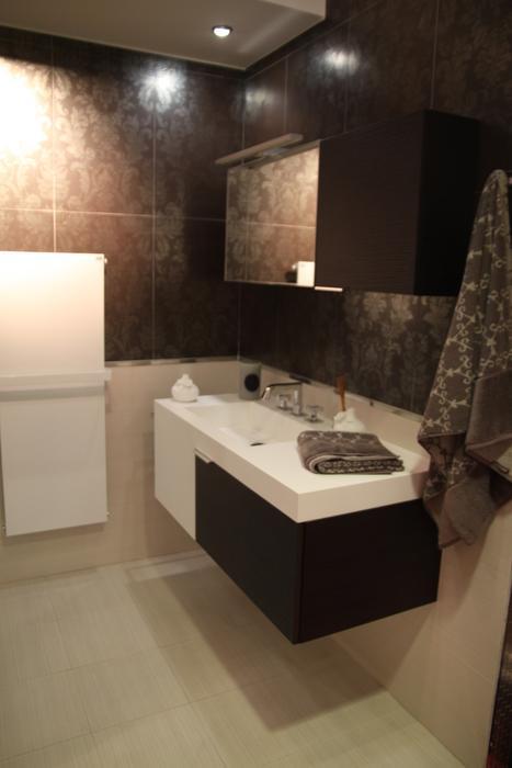 Salle de bain noire et taupe for Carrelage salle de bain taupe